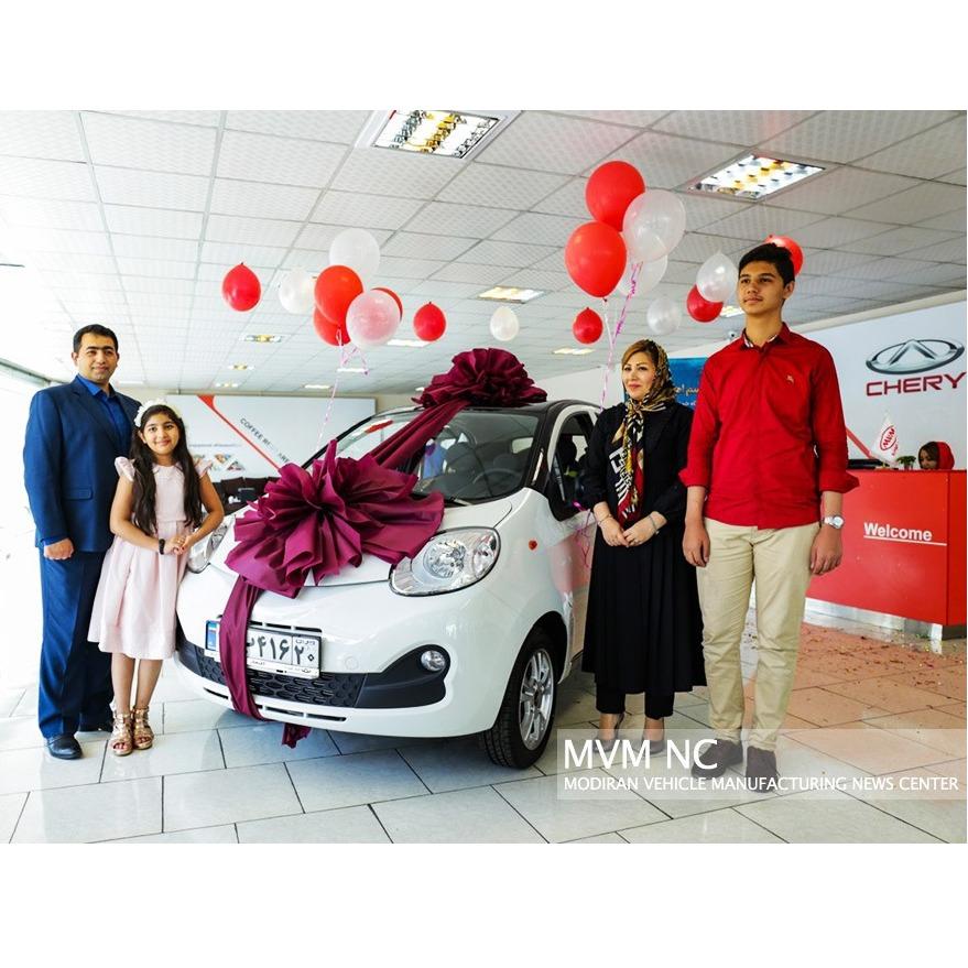 جایزه بزرگ مدیران خودرو به برنده خوش شانس تحویل داده شد